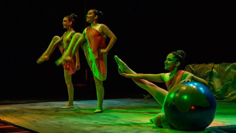 Imagem mostra dançarinos performando sua coreografia