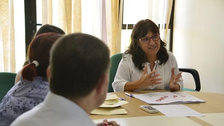 Na foto, a reitora Cleuza Maria Sobral Dias em sua fala de boas vindas aos servidores.