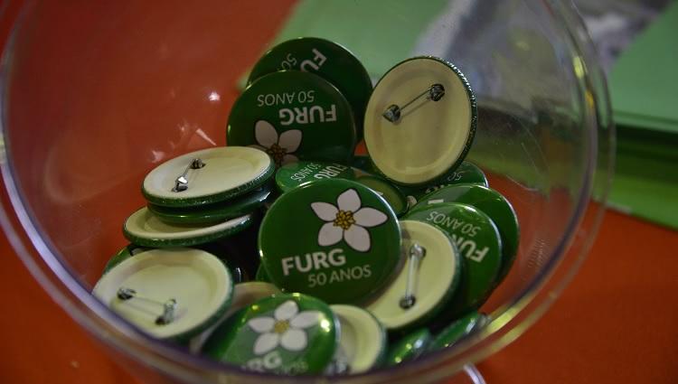 A imagem mostra os botóns distribuídos no aniversário