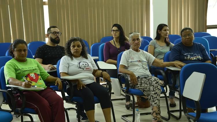 Na foto, o grupo de mulheres que assiste e participa do evento.