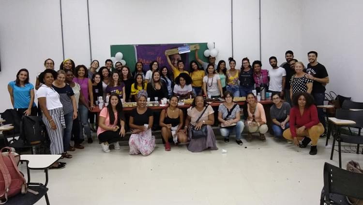 Foto do grupo completo com os participantes do evento.