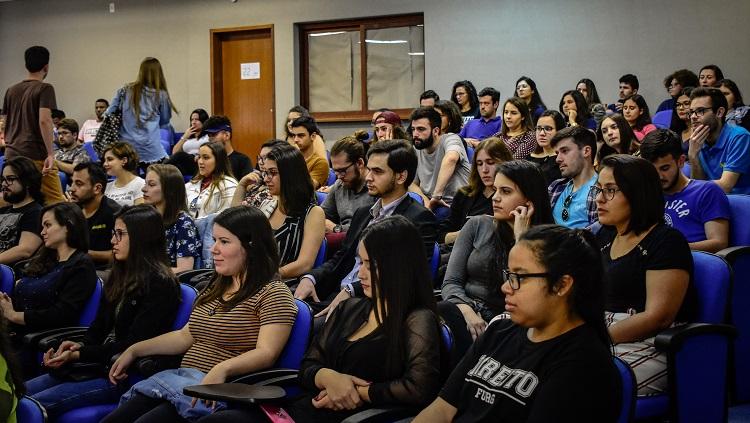 Imagem mostra platéia do evento