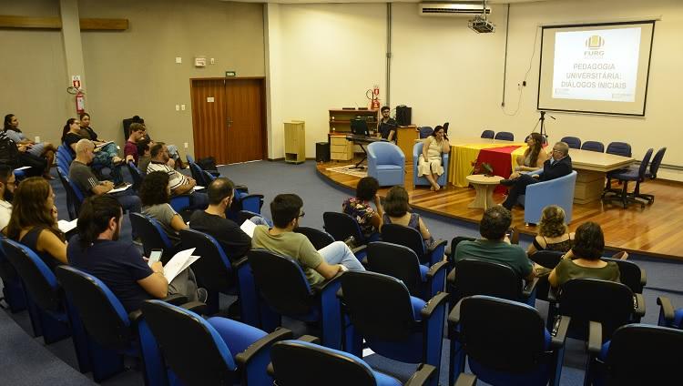 Docentes conferiram atividades no auditório da Sead