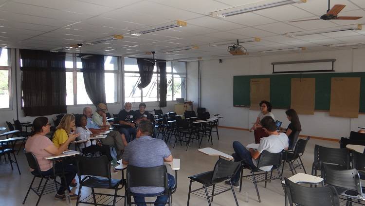 Roda de conversa que fez parte da metodologia utilizada para identificar problemas relacionados ao meio ambiente e possíveis soluções.